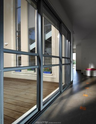 Belgian door -exit to the yard/balcony