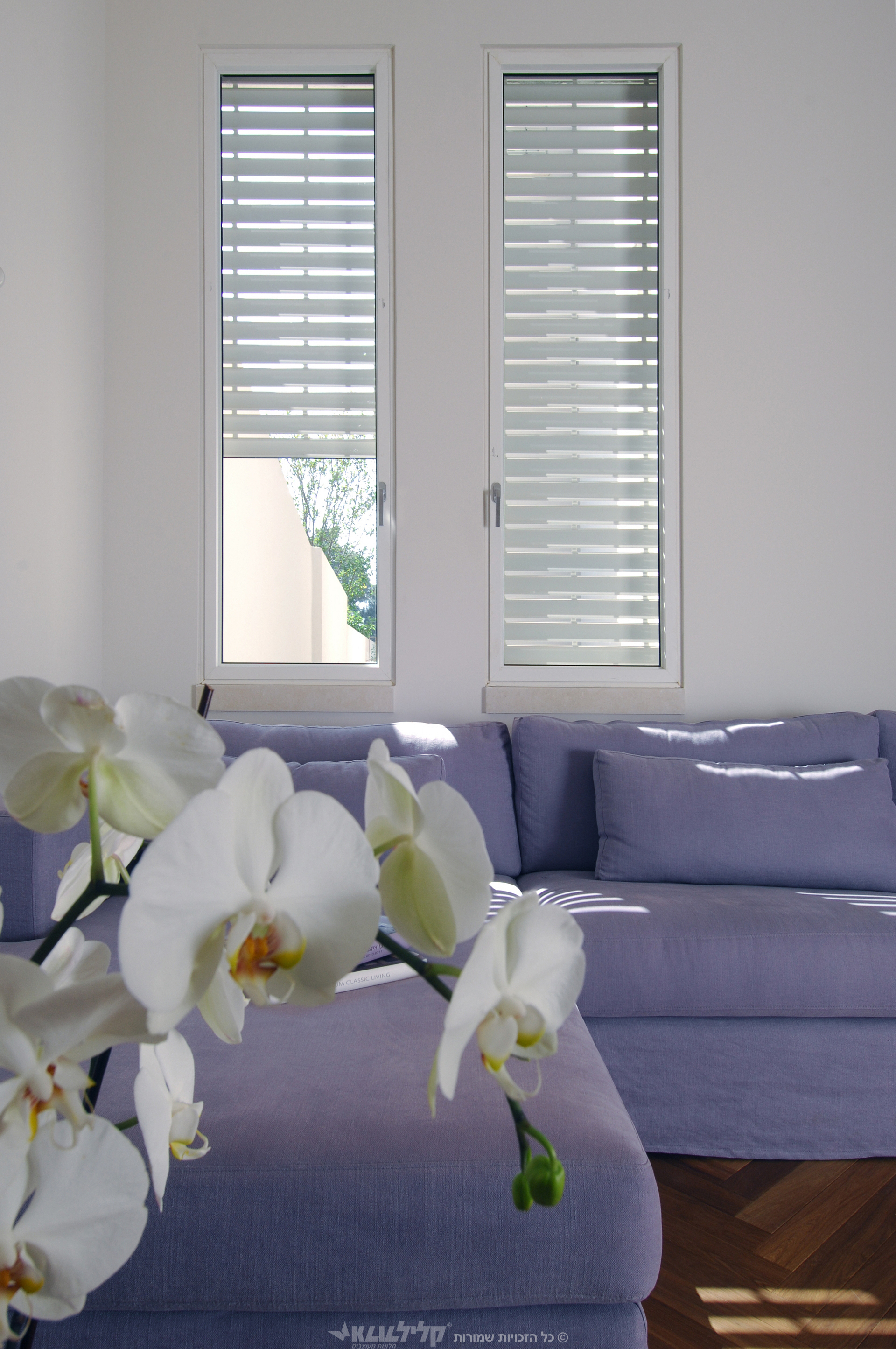 Lath shutters-hinge window