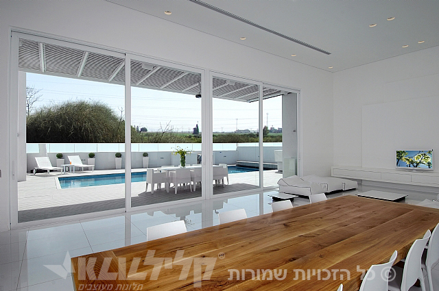 Klil touch sliding doors at the dining room