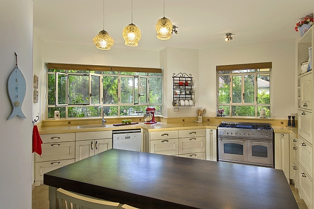 Rastic kitchen windows