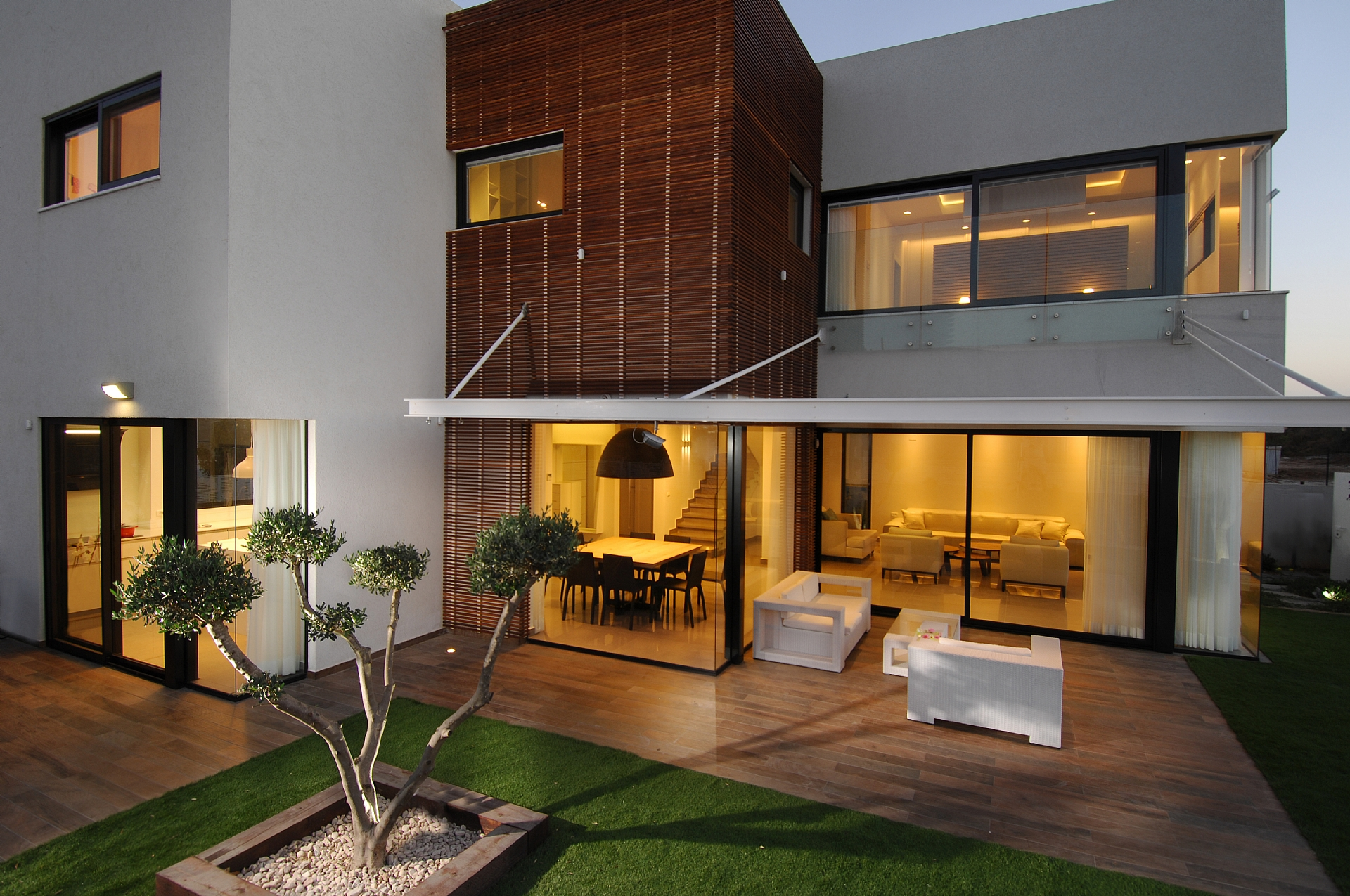 Aluminum sets in a modern home