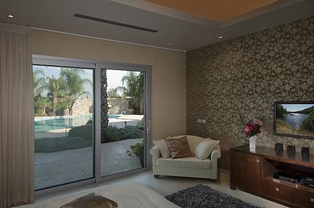 Sliding door in the bedroom