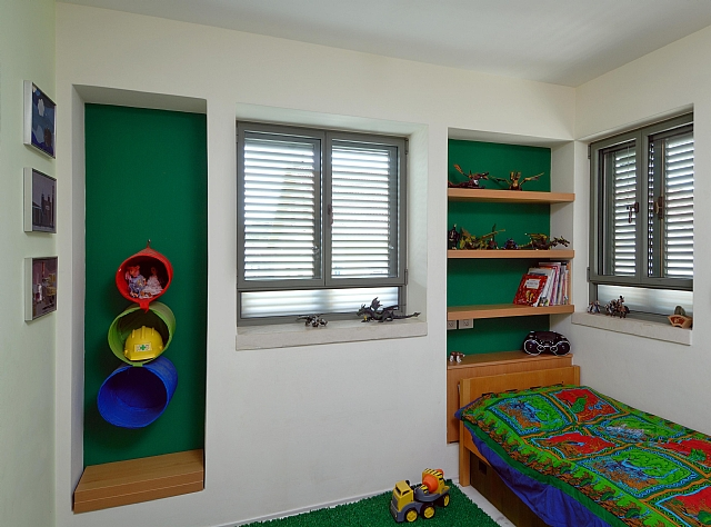 Klil windows at children's room